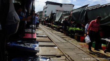 bangkok maeklong market