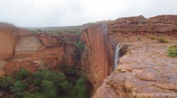Starkregen und Wasserfälle im Outback von Australien